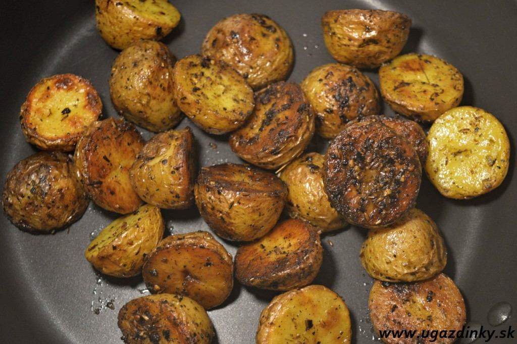 Pomaly pečené bylinkové zemiaky v šupke