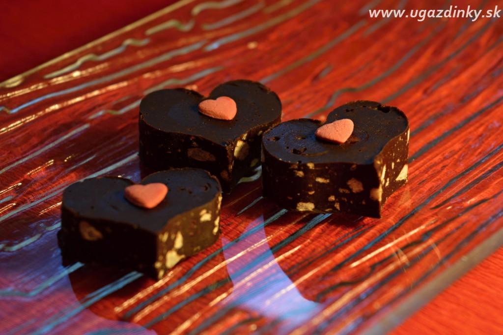 Raw domáce čokoládové bonbóny
