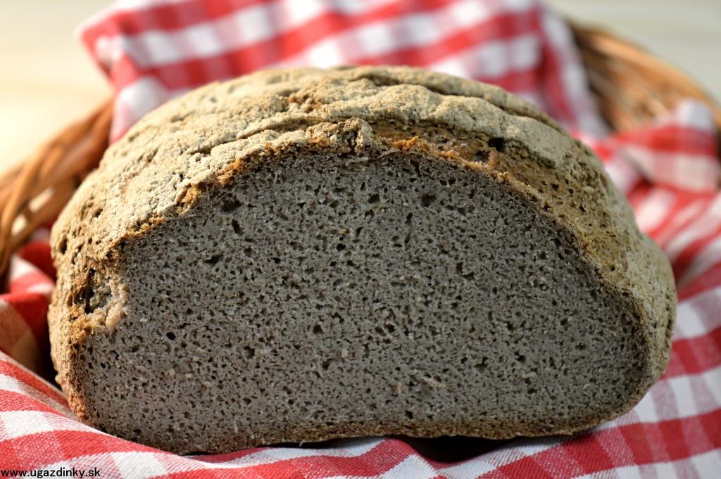 Bezlepkový kvasnicový chlieb za studena