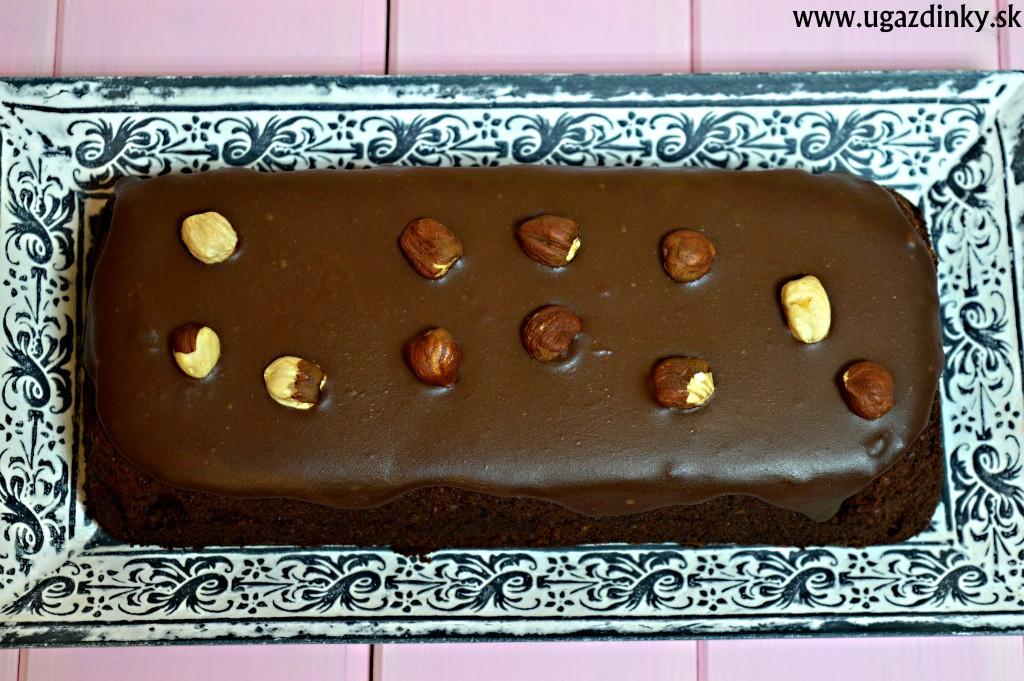 Bezlepkový čokoládový koláč s pomarančom a orechmi