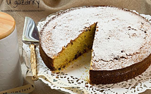 Bezlepkový sviatočný koláč s kandizovaným ovocím
