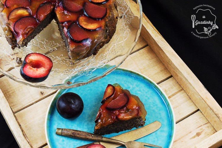 Bezlepkový makový koláč so slivkami a želatínou